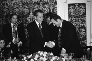 President Nixon and Assad, pere, smiling in Damascus, 1974.